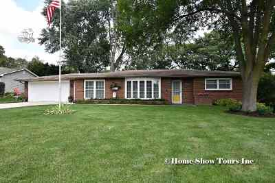 Bettendorf Single Family Home For Sale: 6198 Dodds Drive