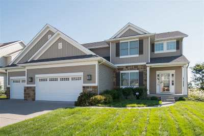 Bettendorf Single Family Home For Sale: 5727 Charlie Chase Lane