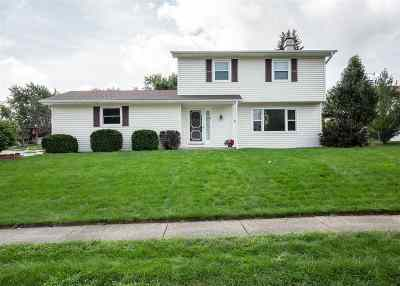 Bettendorf Single Family Home For Sale: 4072 Tanglefoot Terrace
