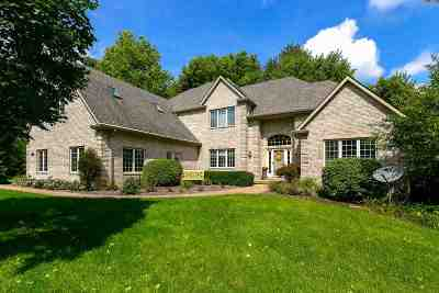 Le Claire Single Family Home For Sale: 2398 Forest Reed Place