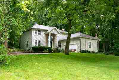 Bettendorf Single Family Home For Sale: 5567 Crow Creek Road