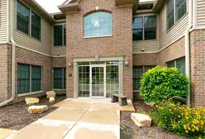 Bettendorf Condo/Townhouse For Sale: 1243 E Kimberly Road