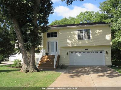 Bettendorf Single Family Home For Sale: 814 30th Street