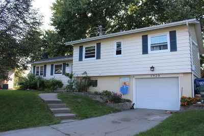 Bettendorf Single Family Home For Sale: 1928 Fairmeadows Court