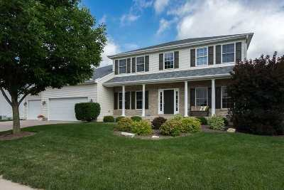 Le Claire Single Family Home For Sale: 905 Bluff Lane