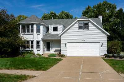 bettendorf Single Family Home For Sale: 3698 Deertrail Drive