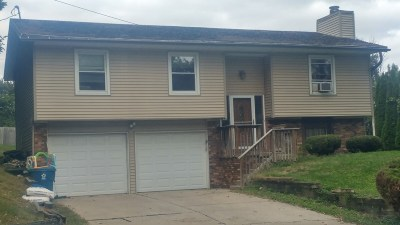 Le Claire Single Family Home Contingent: 211 Ferry Street