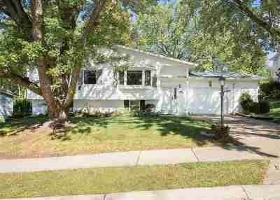Bettendorf Single Family Home For Sale: 2914 Camden Drive