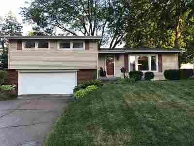 Bettendorf Single Family Home Contingent: 1509 Broadview Drive