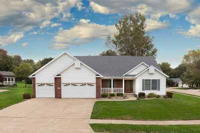 Bettendorf Single Family Home For Sale: 1459 Plum Tree Road