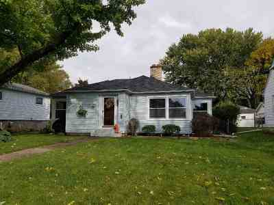Bettendorf Single Family Home For Sale: 1014 Jones Street