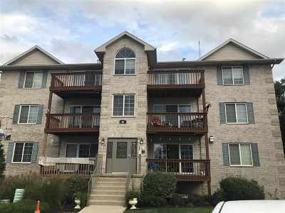 Bettendorf Condo/Townhouse For Sale: 3124 Holiday Court