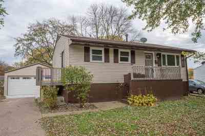 Bettendorf Single Family Home For Sale: 3417 Welshire Drive