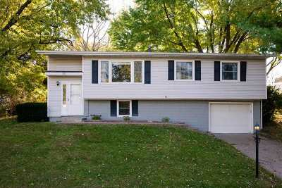 Bettendorf Single Family Home For Sale: 3015 Stafford Boulevard