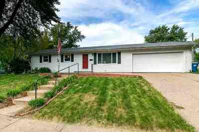 Eldridge Single Family Home For Sale: 324 W Spring Street