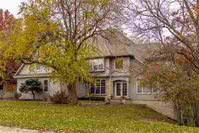 Bettendorf Single Family Home For Sale: 1021 Carriage Place Drive