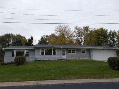Bettendorf Single Family Home For Sale: 144 Wisteria Lane