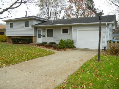 Bettendorf Single Family Home For Sale: 1728 Elmwood Drive