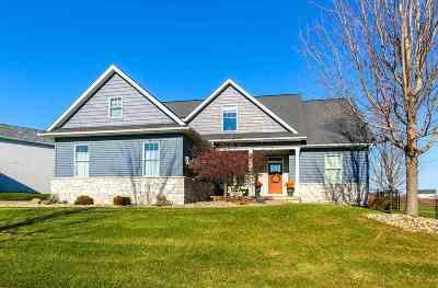 Davenport IA Single Family Home For Sale: $334,000