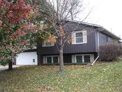 Bettendorf Single Family Home For Sale: 3327 S Hampton Drive