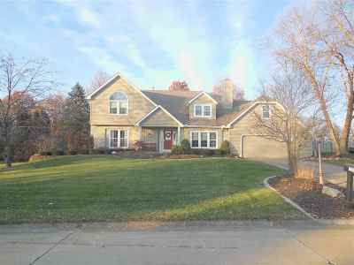 Bettendorf Single Family Home Contingent: 1041 Carriage Place Drive