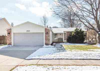 Bettendorf Single Family Home For Sale: 2515 Crow Creek Road