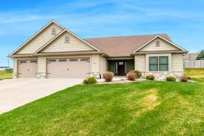 Bettendorf Single Family Home For Sale: 5951 Castlewood Drive