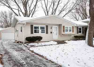 Bettendorf Single Family Home For Sale: 2713 Crestview Drive