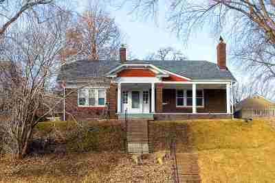 Davenport IA Single Family Home For Sale: $138,000