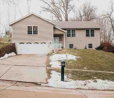 Le Claire Single Family Home For Sale: 630 N 4th Street