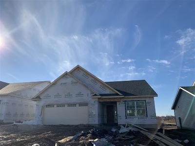 Bettendorf Single Family Home For Sale: 3777 Glengevlin Way