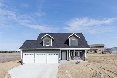 Eldridge Single Family Home For Sale: 700 E Pinehurst Drive