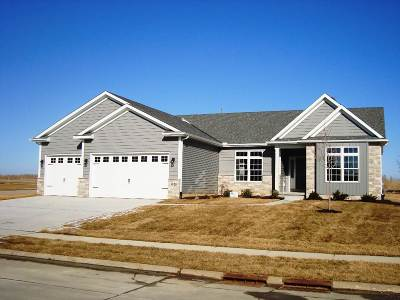 Bettendorf Single Family Home For Sale: 5525 Willmeyer Drive
