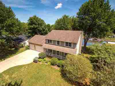 Bettendorf Single Family Home For Sale: 3675 W Harbor Drive