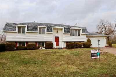 Eldridge Single Family Home For Sale: 10 Hillside Court