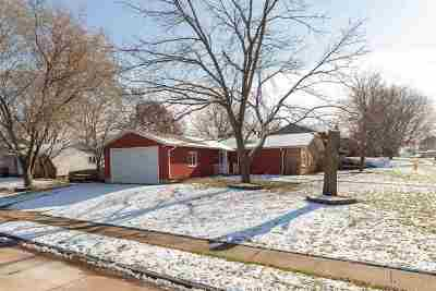 Bettendorf Single Family Home For Sale: 4195 Rolling Hills Drive