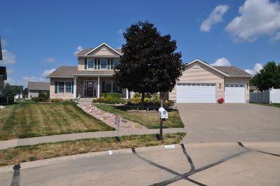 Eldridge Single Family Home For Sale: 820 W Maple Court