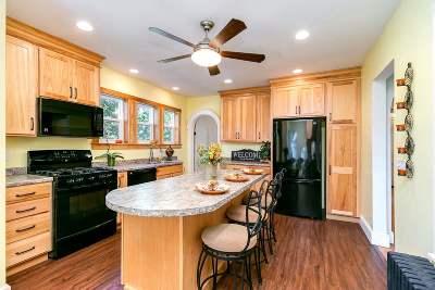 Davenport IA Single Family Home For Sale: $164,500