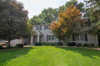 Bettendorf Single Family Home For Sale: 4814 Surrey Court