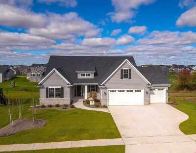 Bettendorf Single Family Home For Sale: 5882 Settler's Pointe Circle