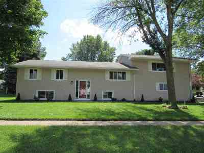 Bettendorf Single Family Home For Sale: 1503 Tanglefoot Lane