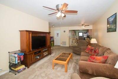 bettendorf Condo/Townhouse For Sale: 1104 Kimberly Road