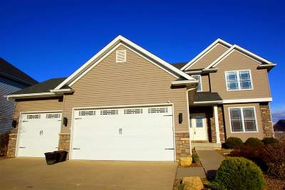 Bettendorf Single Family Home For Sale: 5745 California Drive