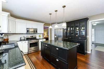 Bettendorf Single Family Home For Sale: 5660 Barcelona Street