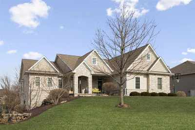 Le Claire Single Family Home For Sale: 2 Cobblestone Lane