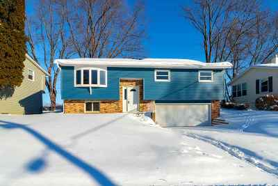 Bettendorf Single Family Home For Sale: 2572 New Lexington Drive