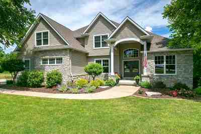 Bettendorf Single Family Home For Sale: 25902 Valley Drive