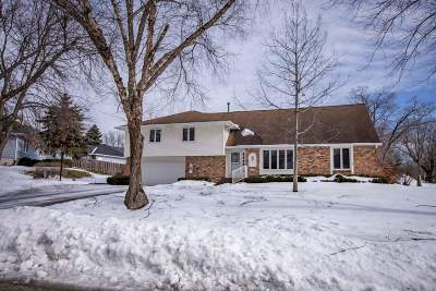 Bettendorf Single Family Home For Sale: 3295 Woodcrest Drive