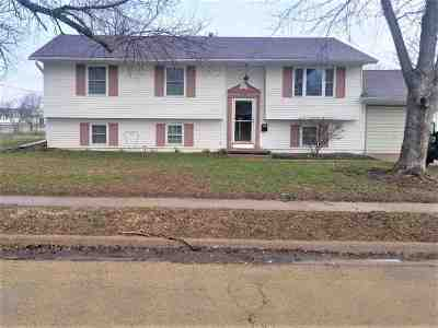 Single Family Home For Sale: 616 15th Place