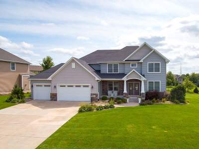 Bettendorf Single Family Home For Sale: 3315 Crow Lake Drive